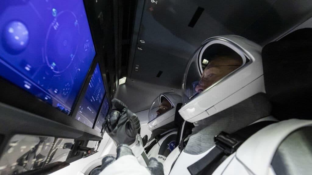 Intérieur capsule Crew Dragon.